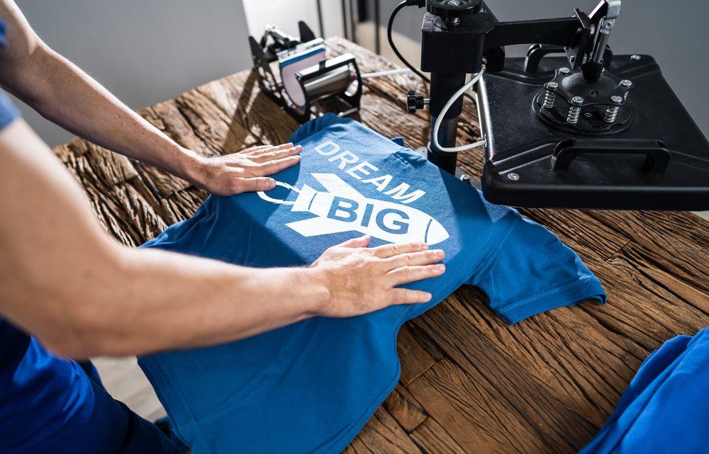 Come personalizzare una maglietta classica